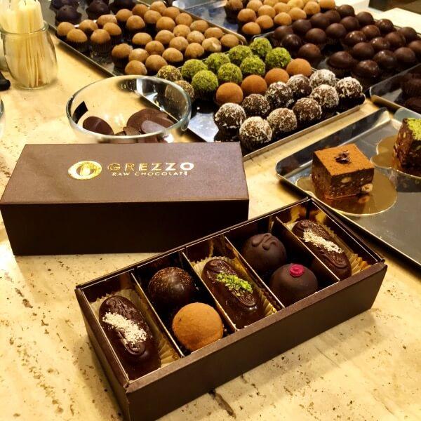 Scatola cioccolato regalo mista aperta Grezzo