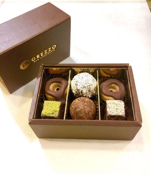 confezione di dolci misti crudisti grezzo raw chocolate